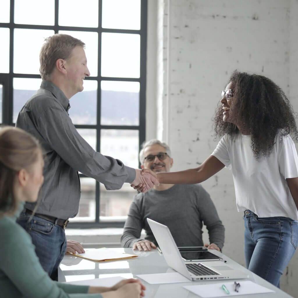 Quero abrir um negocio: Com ou sem sócio?